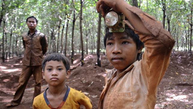 Por poucos dólares, meninos mineiros do Camboja arriscam vida em busca de pedras preciosas