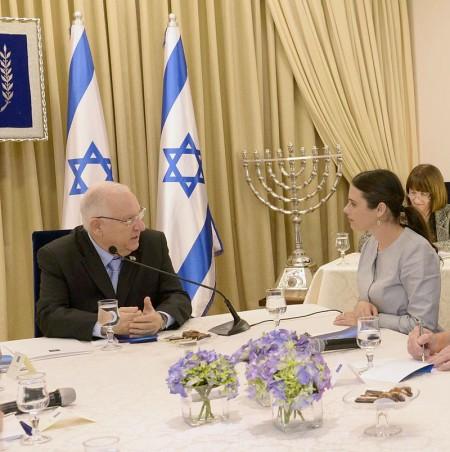 Ministra Ayelet Shaked junto com o presidente Reuven Rivlin. Government Press Office of Israel - Mark Nayman