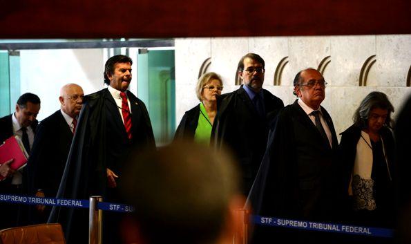 Brasília - O STF retomou a sessão de julgamento sobre a validade das normas que regulamentam o processo de impeachment contra a presidenta Dilma Rousseff (José Cruz/Agência Brasil)