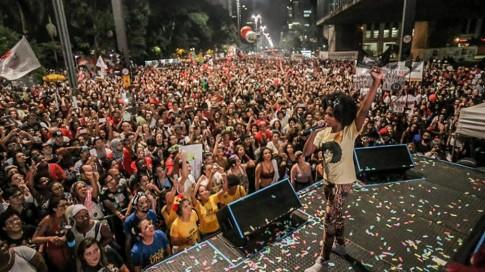Mc Sofia no palco Canto da Democracia em São Paulo. Foto Ninja