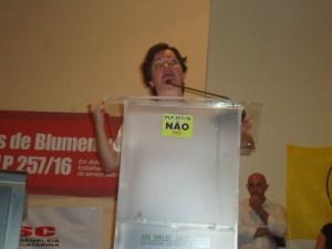 A representante da Intersindical, Heloisa Helena resumiu que o projeto é o fim do serviço público