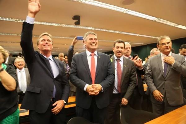 Dário Berger (esq.), do PMDB de SC, no rompimento do partido com o governo