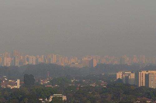 Poluição do ar em São Paulo (Foto: Fábio Ikezaki/Flickr)