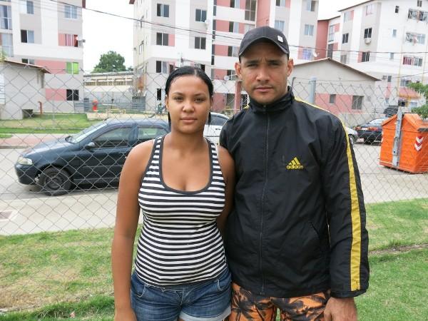 Isabela Santos e o marido, Gilmário Antônio, enfrentam clima de incertezas no condomínio Colônia Juliano Moreira. Foto: Beth McLouglhin/Agência Pública