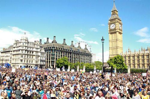 Milhares de britânicos participam de 'Marcha pela Europa' contra saída do Reino Unido da UE