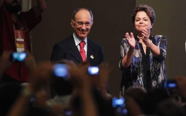 Rui Falcão e Dilma durante a festa de 32 anos do PT.  Foto: Uéslei Marcelino/Reuters - 11.02.2012