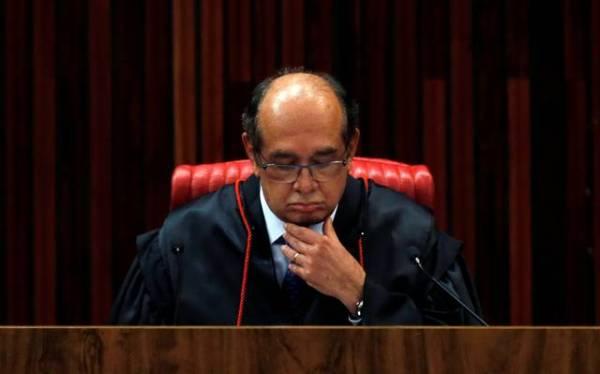 Gilmar Mendes, presidente do TSE, preside sessão da Corte. Paulo Whitaker/Reuters - 13/5/2016