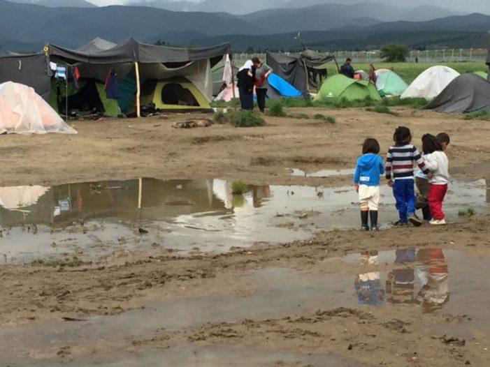 Chove de novo sobre a Grécia: Campos alagados pela água e a vergonha