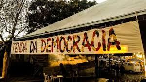 Projeto Tenda da Democracia avalia seu alcance no Largo da Alfândega