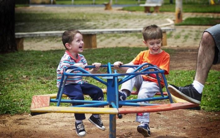 No Dia da Criança, importante é valorizar o desejo de brincar, diz publicitária