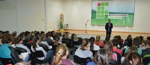 Estudantes, Educadores/as e organizações, aprofundam discussão sobre a PEC 241 no IFSC de São Miguel do Oeste