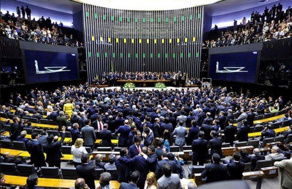 Câmara aprova urgência para anistia ao caixa 2; veja como votou cada deputado