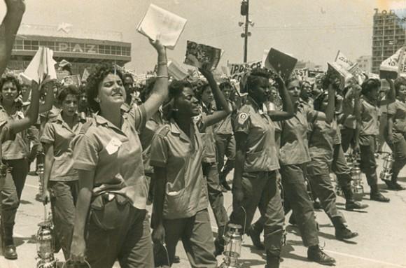 O primeiro grande passo da revolução em favor da educação foi a Campanha de Alfabetização.