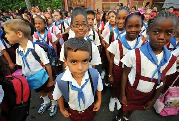 Todas as crianças têm direito à educação gratuita. Foto: EFE