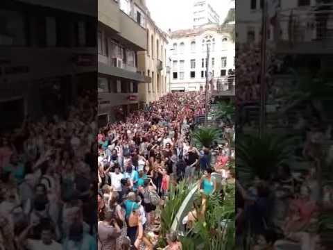 Por que a mídia faz silêncio sobre a greve histórica que está parando Florianópolis?
