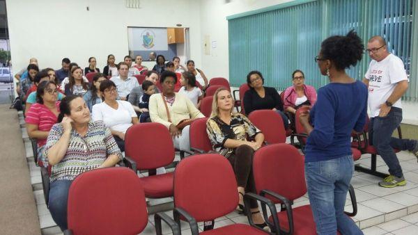 Servidores presentes à Assembleia referendaram a proposta feita pelo prefeito Luiz Antônio Chiodini.