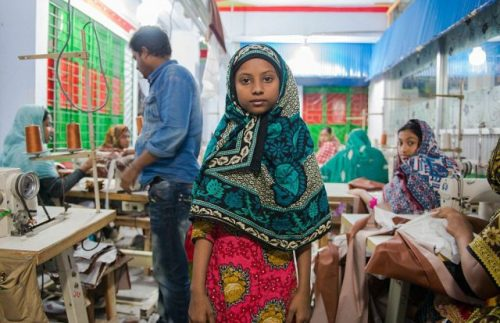 Assim é a vida de crianças que trabalham em fábricas de jeans na Índia