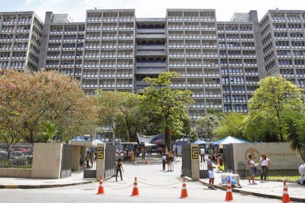 Governador Pezão anunciou o corte de 30% dos salários dos professores e funcionários da UERJ