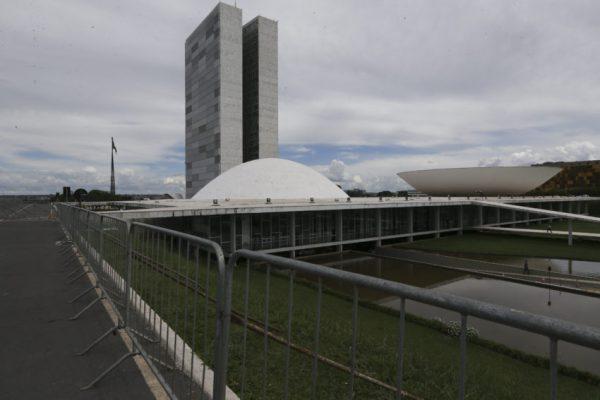 Crise impede votação de reformas da Previdência e trabalhista, dizem relatores