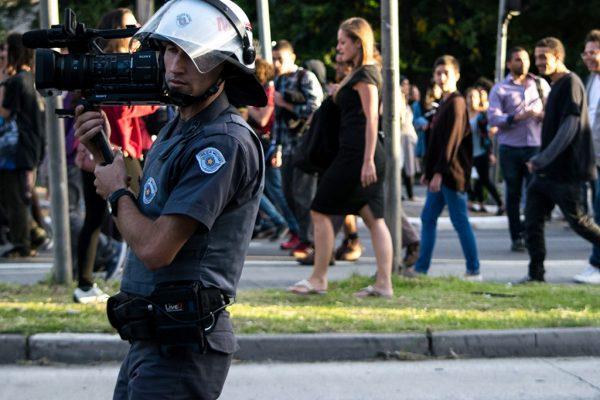 PMs filmam protesto do Movimento Passe Livre em 2016 (Foto: Daniel Arroyo/Ponte Jornalismo)