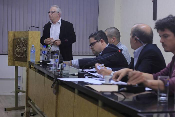 Comunidade escolar exige que estado explique políticas para escolas do centro de Florianópolis