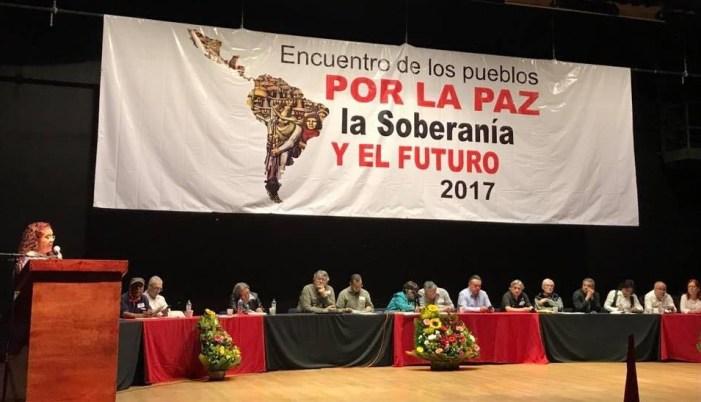 """Movimentos e organizações sociais da América Latina, reunidos no México, bradam em uníssono: """"A Venezuela não está só"""""""