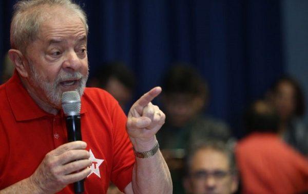 Lula é condenado por Moro a nove anos e seis meses de prisão