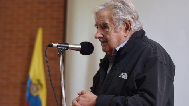 Mujica: 'Me dá pena, pena pelo Brasil', sobre manobra para salvar Temer na Câmara