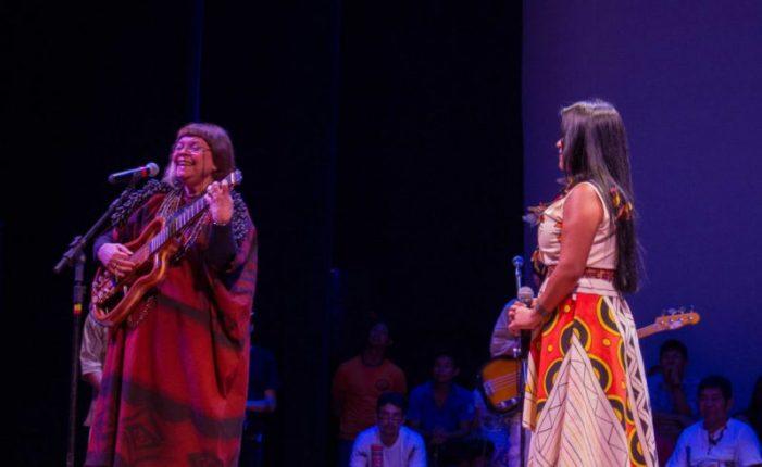Há 38 anos Marlui Miranda foi vaiada por cantar música indígena no Teatro Amazonas