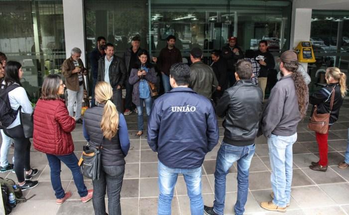 Trabalhadores da Coptec fazem vigília no Incra de Porto Alegre por salários atrasados
