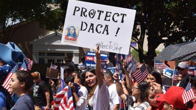 Milhares se mobilizam contra anúncio de Trump de por fim à proteção aos imigrantes