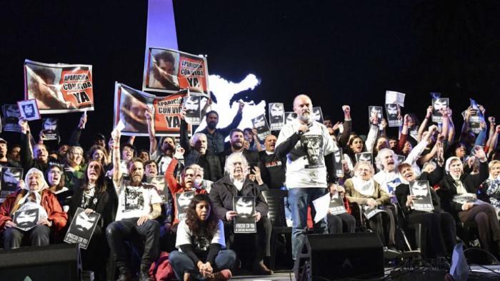 Macri não responde: Onde está Santiago?