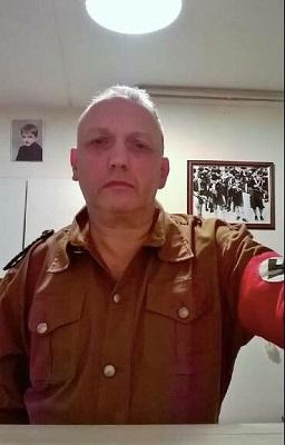 Líder neonazista se declara gay, revela herança judaica e abandona movimento no Reino Unido