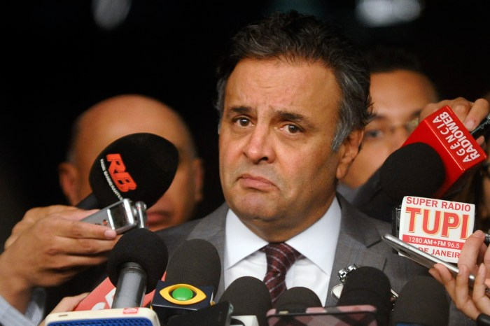 Aécio deixa Presidência do PSDB contrariado e deve se licenciar