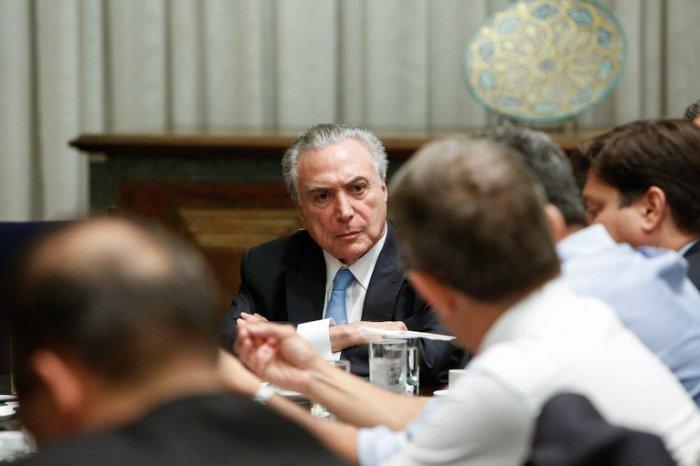 A destruição do Brasil e a tarefa de reconstruí-lo
