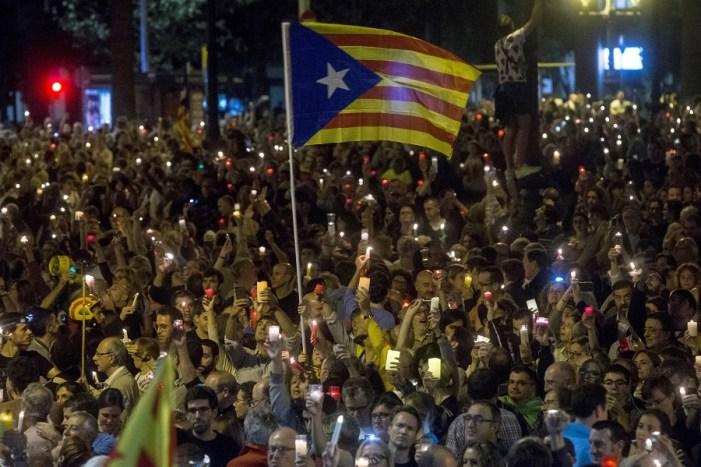 Espanha anuncia que vai iniciar processo para intervir na Catalunha e suspender autonomia da região