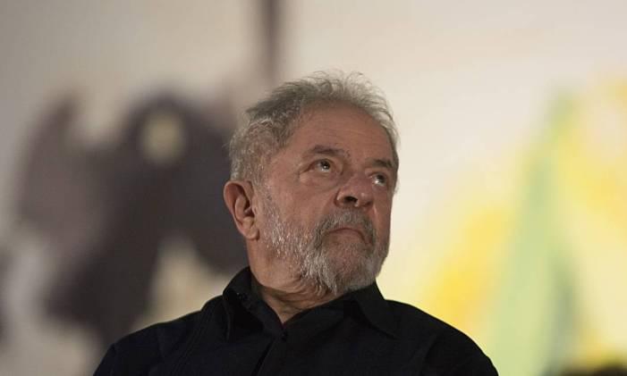 Notícia falsa sobre expulsão de Lula de missa circula na internet