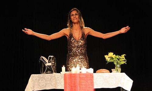 Peça em que atriz trans interpreta Jesus é censurada em Salvador
