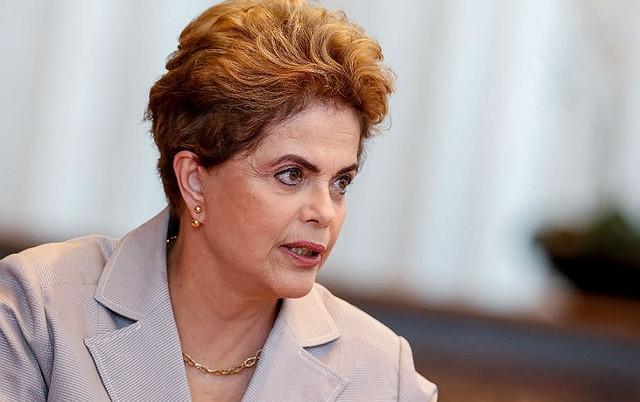 Dilma diz que 2018 será oportunidade para país retomar a democracia