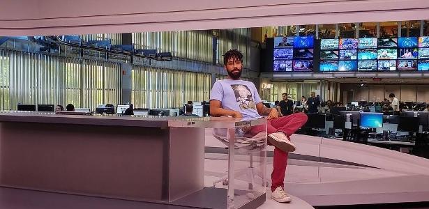 Vazador de vídeo de Waack volta à redação, posta foto em bancada de telejornal e irrita a Globo