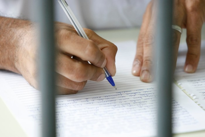 Professores estaduais do PR conseguem garantia do STF para atuar em presídios