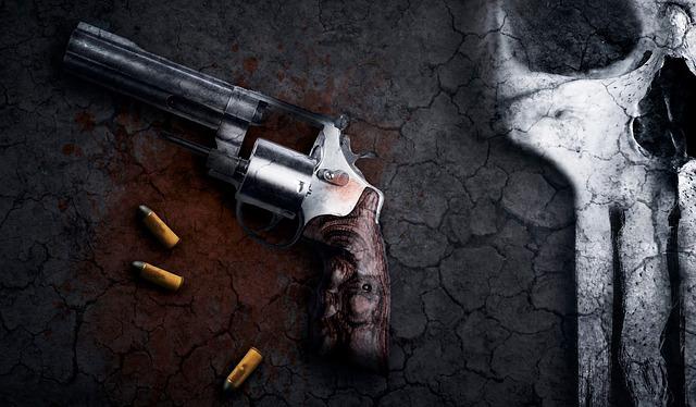 """""""La sugestiva atracción de las pistolas"""" de Juan Pedro Martín Escolar-Noriega"""