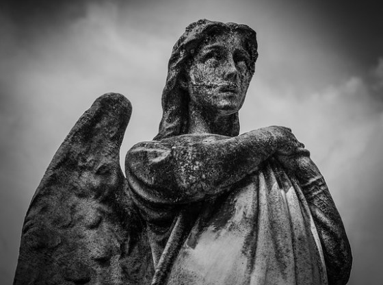 Estatua de ángel.