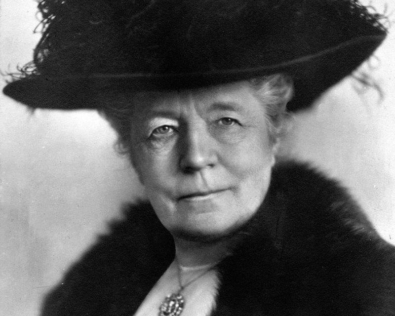 Primera mujer en ganar el Nobel de literatura