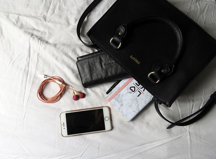 detalhes o que tem na bolsa
