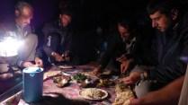 Repas dans la tente