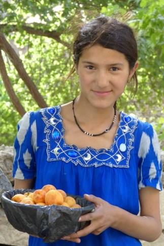 Une vendeuse d'abricots.