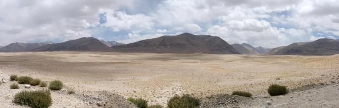 Etendue desertique sur le plateau du Pamir