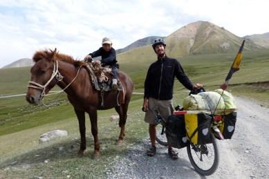 Rencontre avec Amataï, 10 ans, petit berger sur grand cheval.