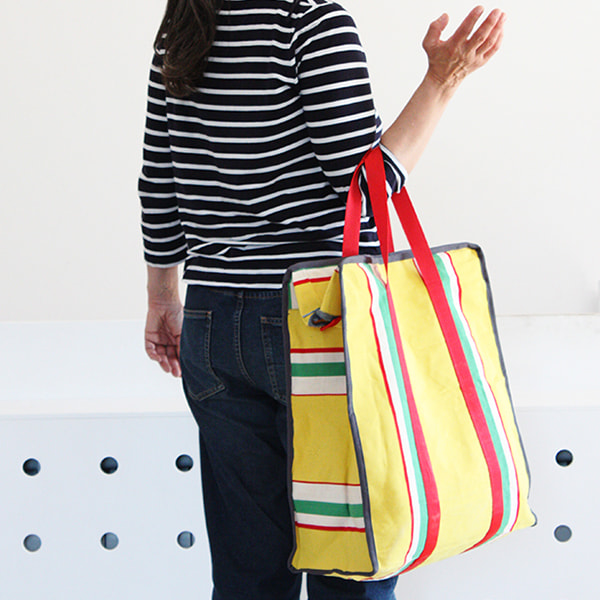 borsa-shopper-pezzo-unico-realizzata-tessuto-sdraio-multicolore-lifestyle-design-complementi-casa-